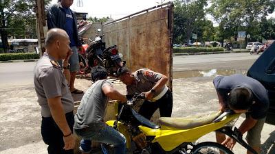 Aksi Freestyle & Balapan Liar Resahkan Warga Di Depan SMK N. 2, Dibubarkan Personel Sat Lantas Polres Bitung Gabungan Polsek Maesa