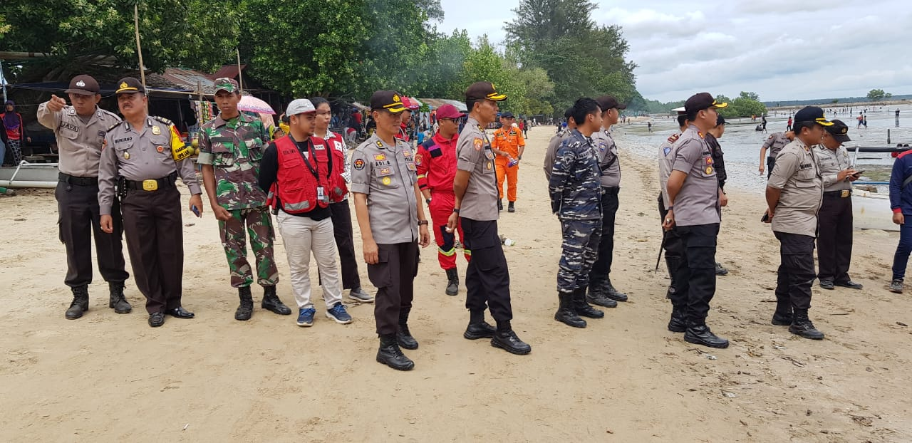 TNI – Polri Patroli ke Tempat Wisata, Berikan Pelayanan Terbaik Terhadap Masyarakat