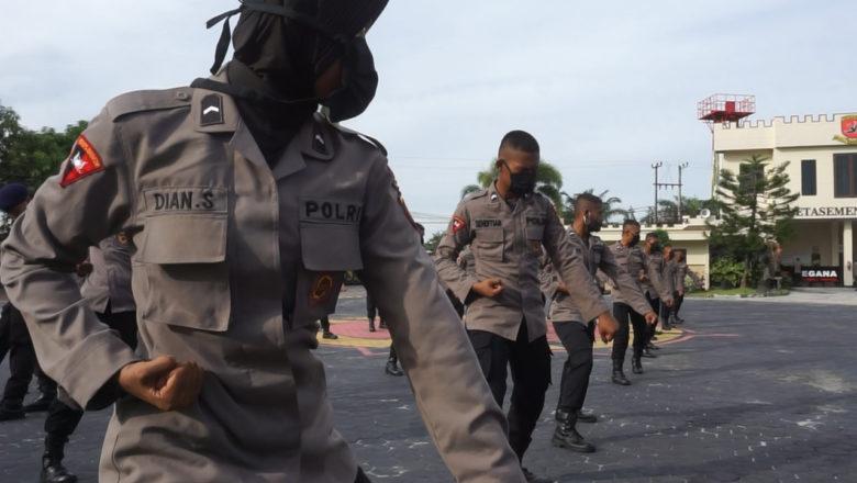 Kompol V. J. Parapaga, SIK Pimpin Latihan Bela Diri Untuk Tingkatkan Kemampuan & Ketangkasan, Personil Sat Brimob Polda Kaltim