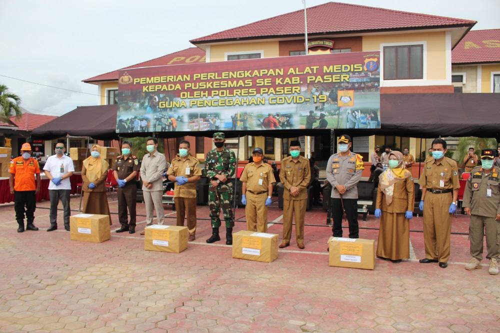 Wakil Bupati (Wabup) Paser Hadiri Penyerahan APD dari Polres Paser Kepada Puskesmas