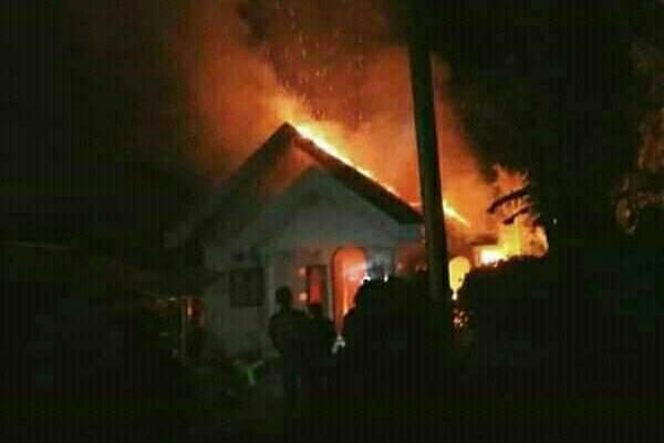 Berawal Dari Memanggang Kopra, Rumah di Desa Pangian Kec. Passi Dilalap Api