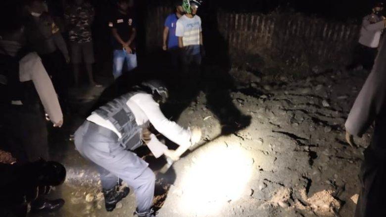 Personil Polres Banggai, TNI & Warga Buka Blokade Jalan di Desa Baya