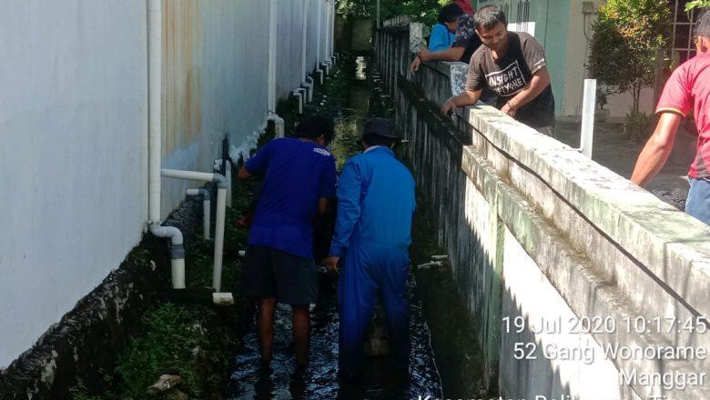 Warga RT 023 Kelurahan Manggar Kecamatann Balikpapan Timur, Kota Balikpapan Mengadakan Kerja Bhakti