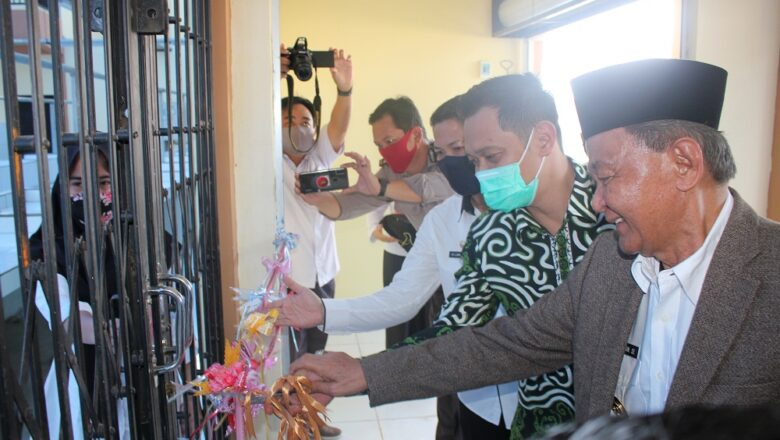 Wakil Bupati & Ketua DPRD Paser Resmikan Pemanfaatan Pasar Rakyat Desa Jemparing